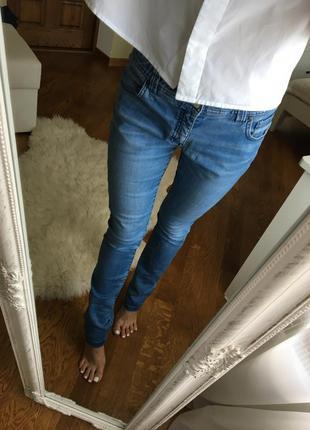 Шикарные джинсы от massimo dutti зауженные прямые