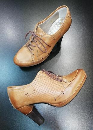 Красивые, изящные, качественные ботильоны carinii из натур. кожи на устойчивом каблуке