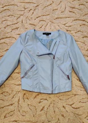 Голубая куртка косуха