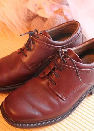 Фирменные  школьные  туфли  р 39.5   натуральная кожа hush puppies