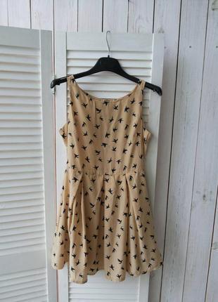 Стильное летнее платье в птичках  glamorous