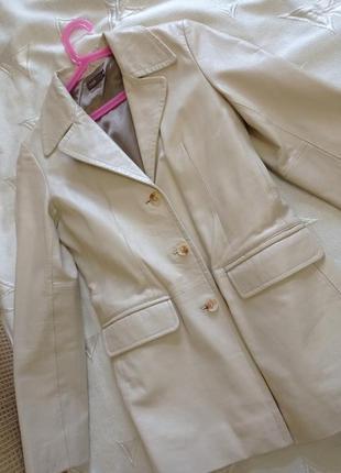 Пиджак кожа молочный
