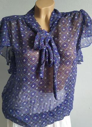 Шифоновая блуза с воротником аскот, галстучный  принт