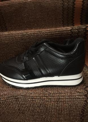 Жіночі кросівки2 фото