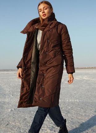 Удлиненная стеганая демисезонная куртка тренч пальто коричневого цвета