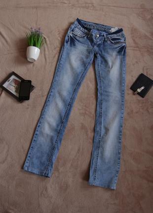 Светлые прямые джинсы revolt denim