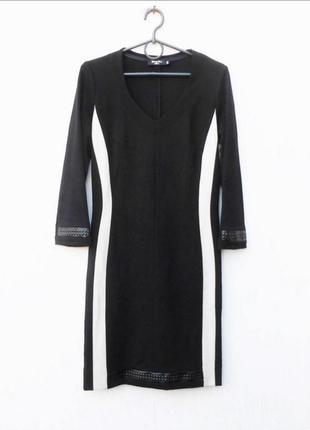 Шикарное дизайнерское силуэтное платье с рукавом 3/4 yasmine per jennifer