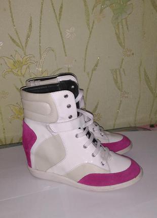 Новая спортивная обувь