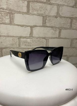 Чёрные солнцезащитные очки женские квадратные