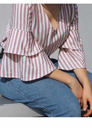 Актуальная пудровая блуза в полоску