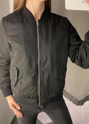 Чёрная демисезонная куртка бомбер fb sister есть размеры