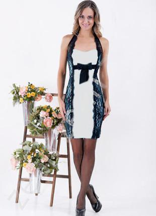 Стильное черно-белое платье с кружевом