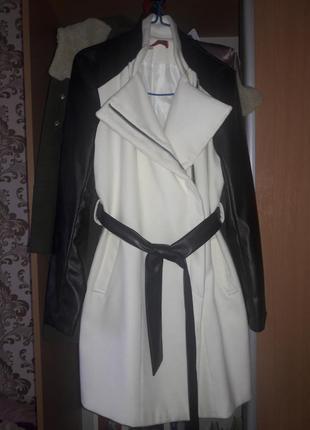 Стильное кашемировое пальто с кожанными рукавами