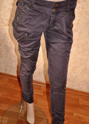 Шикарные брюки cream. 98% коттон  42 размер