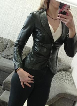 Куртка пиджак кожаный р.m