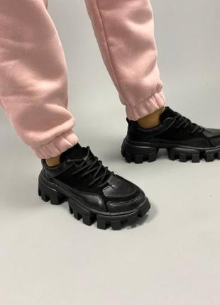 Чёрные кроссовки из натуральной кожи