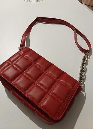 Актуальная сумочка с цепочкой
