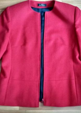 Шерстяной пиджак красного цвета на молнии marks&spencer.