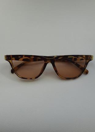 Солнцезащитные очки в леопардовой оправе