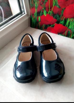 Туфли верх натуральная лакированная кожа с мигалками бренда clarks uk 6,5 eur 23
