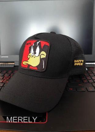 Кепка тракер looney tunes даффи дак черная с сеточкой, унисекс женская мужская daffy duck
