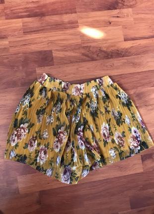 Очень красивая юбка-шорты в цветочек