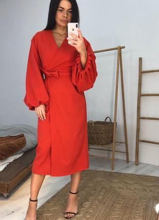 Платье миди с объёмным рукавом
