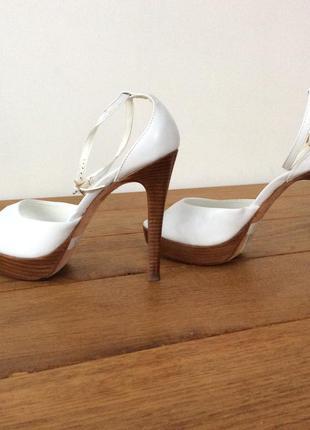 Брендовые туфли, босоножки aldo кожаные белые в новом состоянии, 100% оригинал