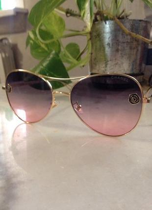 Шикарнейшие солнцезащитные очки.