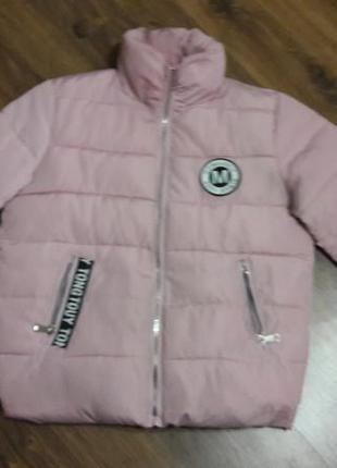 Супер цена!!!стильнячая пудровая курточка с лейбом gom&july