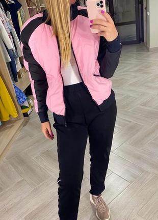 Розовая с чёрным куртка бомбер