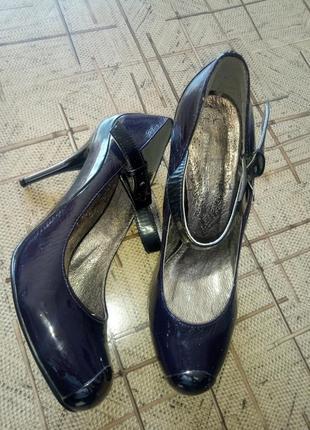 Стильные туфли на шпильке 38размер.