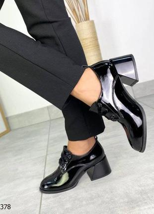 Туфли на расклешенном каблуке