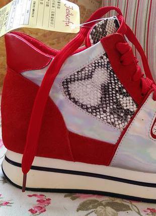Кроссовки сникерсы красные на белой подошве