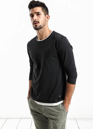 Мужской пуловер лонгслив с белой окантовкой черный