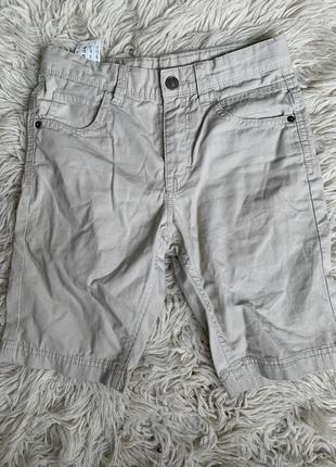 Стильные легкие шорты benetton