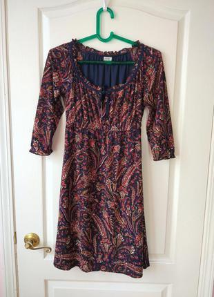 Платье со сказочным принтом на осень