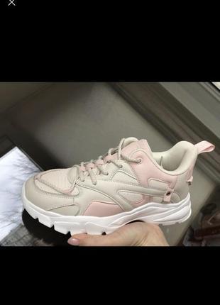 Новинка  женские бежевые кроссовки