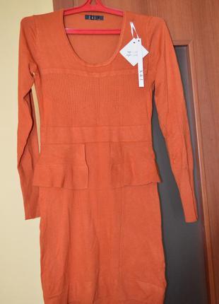Теплое яркое платьице
