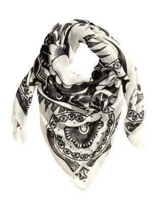 Новый черно белый платок шарф с узором череп h&m