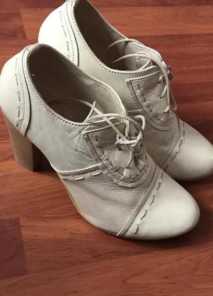 Кожаные туфли приятного цвета