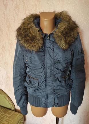 Женская куртка, бомбер-жакет only. размер s. воротник натуральный снимается.
