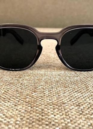Новые солнцезащитные очки в сером цвете.