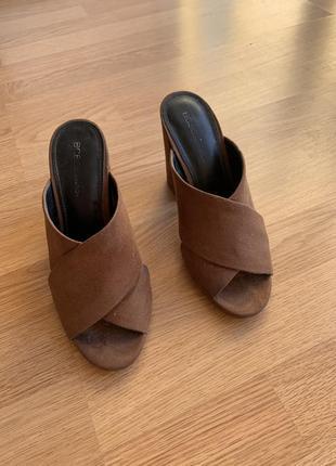 Шлепки на каблуке/босоножки