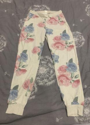 Штаны нюдовые с цветами h&m s-m