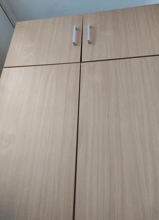 Шкаф двухдверный с антресолью.