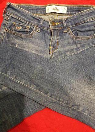 Зауженные джинсы hollister
