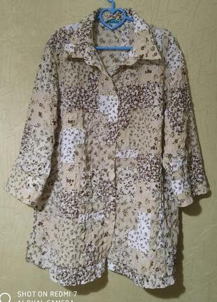 Блузка, рубашка с цветочным принтом.