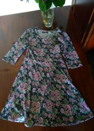 Короткое платье с цветным принтом