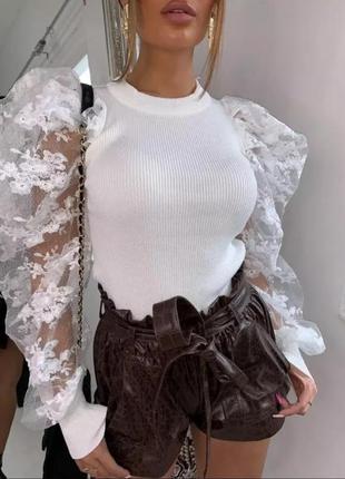 Белая кофта с гипюровыми пышными рукавами на резинке трикотаж объёмными